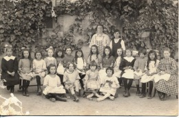 CARTE PHOTO  -  ECOLE    -  Broderie - Couture  - Filles
