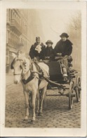 CARTE PHOTO  -  A identifier  - Attelage  - Voiture � Cheval  - Rue pav�e  -