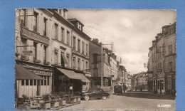 76 GOURNAY EN BRAY LA RUE NOTRE DAME  VOITURE  HOTEL DE L'AGRICULTURE 1959 TIMBREE VOIR LES 2 SCANS - Gournay-en-Bray