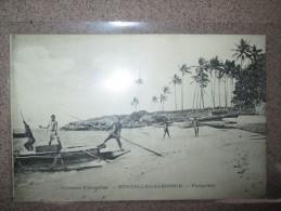 NOUVELLE CALEDONIE  PIROGUIERS - Nueva Caledonia