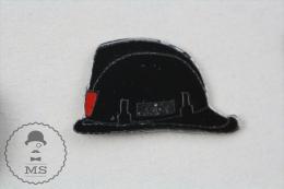 Fireman Firefighter, Spanish Black Helmet - Pin Badge #PLS - Bomberos
