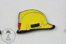 Fireman Firefighter, Spanish Yellow Helmet - Pin Badge #PLS - Bomberos