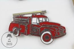 Sapeurs Pompiers District 18 Old Fire Truck - Fierman Firefighter Enamel Pin Badge #PLS - Bomberos