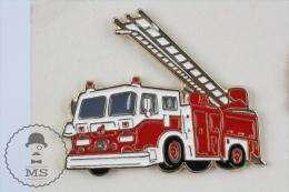 Sapeurs Pompiers / Fireman Firefighter Crane Truck - Pin Badge #PLS - Bomberos