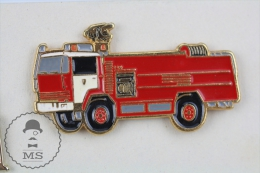 Sapeurs Pompiers / Fireman Firefighter  Truck - Pin Badge #PLS - Bomberos
