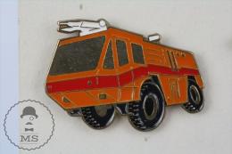 Sapeurs Pompiers / Fireman Firefighter Orange & Red Fire Truck - Pin Badge #PLS - Bomberos