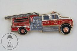 Sapeurs Pompiers / Fireman Firefighter Cornish New Hampshire Fire Truck - Pin Badge #PLS - Bomberos
