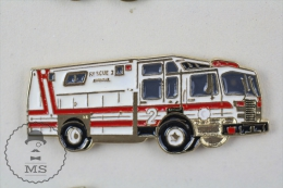 Sapeurs Pompiers / Fireman Firefighter White & Red Fire Rescue Truck - Pin Badge #PLS - Bomberos