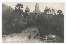 Cpa Bon Etat ,  Ex Cambodge , Angkor-vat , Vue Du Temple Et De La Sala Des Voyageurs, Carte D'album - Cambodge