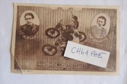 CASCADE A MOTO SPECTACLE DE CIRQUE / ENSEMBLE UNIQUE DES ANNEES 1930 AVEC M PILAR ET Melle LOUISETTE - Motos