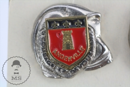 Sapeurs Pompiers / Fireman Firefighter Helmet - France, Angerville Coat Of Arms - Pin Badge #PLS - Bomberos