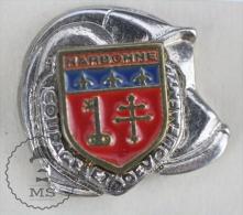 Sapeurs Pompiers / Fireman Firefighter Helmet - France, Narbonne Coat Of Arms - Pin Badge #PLS - Bomberos