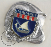 Sapeurs Pompiers / Fireman Firefighter Helmet - France, Barcares -  Coat Of Arms - Pin Badge #PLS - Bomberos