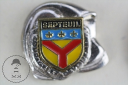 Sapeurs Pompiers / Fireman Firefighter Helmet - France Septeuil Coat Of Arms - Pin Badge #PLS - Bomberos