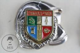 Sapeurs Pompiers / Fireman Firefighter Helmet - France Théoule-sur-Mer Coat Of Arms - Pin Badge #PLS - Bomberos