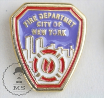 Fire Department City Of New York Fireman Firefighters/ Sapeurs Pompiers - Pin Badge #PLS - Bomberos