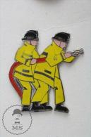 Sapeurs Pompiers Yellow Jackets - Fireman Firefighters - Enamel Pin Badge #PLS - Bomberos