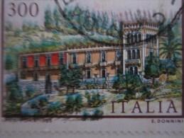 Italia / Italy / Italie -1985 L.300 VILLA NITTI COLORI SPOSTATI  - - 6. 1946-.. República