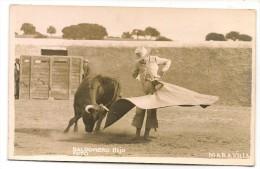 Corridas De Toros - MARAVILLA  -SPAIN / ESPAÑA - Old Postcard - Sello Paticular. FOTO BALDOMERO HIJO - Corrida