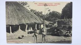 GUINEE Afrique INTERIEUR DU VILLAGE SOUSSOU Enfants Enfant Occidentale CPA Animee Postcard - Guinée