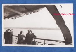 Photo ancienne snapshot - jeune fille � bord d'un bateau - Ship Boat
