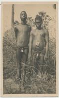 Superbe Carte Photo Types Bassaris Jeunes Hommes Nus Etui Penien Guinée ? Oubangui Chari ? - Guinée Française