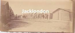 PHOTOGRAPHIE GUERRE 1914 - 1918    BOUY (Marne)  H.O.E Septembre 1915 -  Petites Baraques Des Blessés Assis - Oorlog, Militair