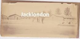PHOTOGRAPHIE GUERRE 1914 - 1918    BOUY (Marne)  H.O.E Septembre 1915 -  Grandes Baraques Des Blessés Couchés - Oorlog, Militair