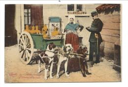 CPA - LAITIERE FLAMANDE -  Attelage Chiens - Police - Policier - Métier - Marcovici    // - Fermes
