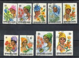 GUINEE - Guinéennes Et Fleurs - Femmes -  Femme -Flore - - Guinée (1958-...)
