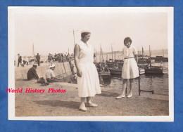 Photo ancienne snapshot - LORIENT - Petite fille & jeune femme - 1932 - Bateau de P�che - Girl Enfant Mode Robe Dress