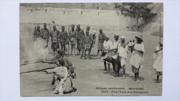 HAUTE GUINEE Afrique TAM TAM Des CHASSEURS 1088 Occidentale CPA Animee Postcard - Guinea
