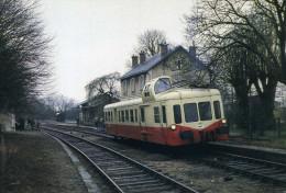 AUTORAIL PICASSO X 3866 EN GARE DES AIX D'ANGILLON - Gares - Avec Trains