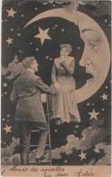 CPA Montage Surréalisme Femme Dans Les étoiles Assise Sur La Lune - Cartes Postales
