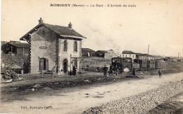51 CPA ROMIGNY LA GARE TRAIN CHEMIN DE FER A L ARRIVEE - France