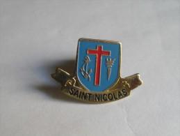 Pin´s Lycée Saint Nicolas De Passy-Buzenval. Années 80-90. - Pin's