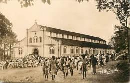 Ref J135- Afrique -cameroun -yaoundé - La Cathedrale - Sortie De La Messe  - Carte Bon Etat   - - Cameroun