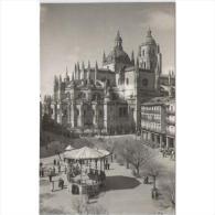 SGVTPA1583-LFTD2108.Tarjeta Postal DE SEGOVIA.,Casas,calles,arboles,catedral.PLAZA DEL GENERAL FRANCO - Segovia