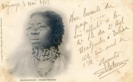 Madagascar - Femme Mahafaly - Madagascar