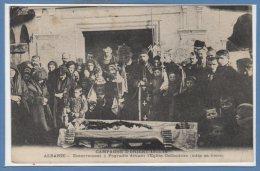 ALBANIE -- Enterrement à, Pogratie Devant L'eglise Oethodoxe ( Mise En Biere - Albanie
