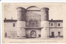 CPA SAINTE CROIX EN JARREZ LOIRE ENTREE PRINCIPALE DU XVIII EME AUX ARMES DE LA VILLE HOTEL - Francia