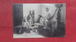 Aix Les Bains Etablissement Thermal Le Massage   Ref  1946 - Health