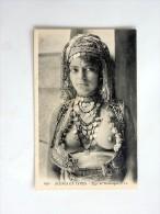 carte postale ancienne : Sc�nes et Types : Type de Mauresque, Jeune fille seins nus, SUPERBE, tampon Essences Orientales