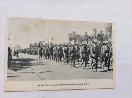 AK   IRAK  IRAQ    BUSRAH   BASRA  BASRAH    4th. Bn. The Hampshire Regiment Marching Through Busrah - Irak