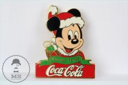 Vintage Coca Cola Advertising Pin Badge - Mickey Mouse Christmas Bonnes Fetes - Disney