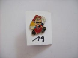 "PIN´S - SEGA Sonic  Super Mario "" Court "" -   Voir Photo (19) - Spelletjes"