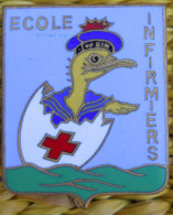 RARE insigne Marine  Ecole Infirmiers Ste Anne Toulon �maill� superbe Fabric Coutois Paris � nettoyer souvenir d'1ancien