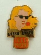 Pin´s FEMME - ULTRA BRITE - TELE POCHE - Pin-ups