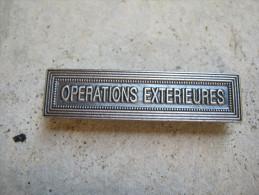 INSIGNE AGRAFE EN ACIER OPERATIONS EXTERIEURES POUR MEDAILLES PENDANTES EXCELLENT ETAT