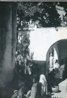 Photo--COMMORES---MORONI--reprodution De Scéne De Vie à La Capitale ---voir 2 Scans - Reproductions